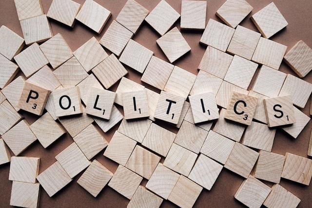 Mengenal Fitur Baru Facebook yang Bikin Status Politikus Sering Muncul (3811)