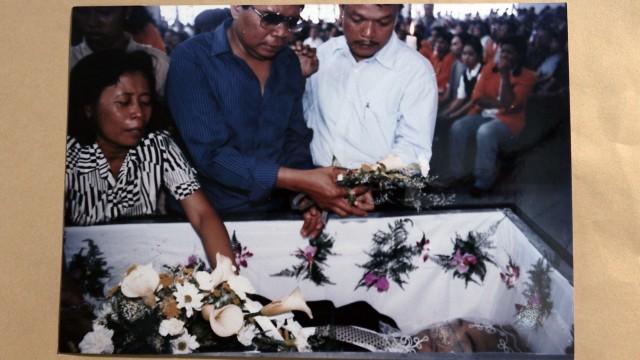 Suasana pemakaman Wawan.