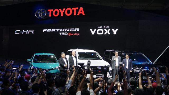Toyota Voxy Laris Manis di GIIAS 2017, Inden Sampai November  (65939)