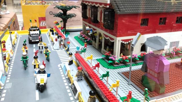 Rayakan HUT RI ke-72, 3.500 Lego Dibentuk Jadi Lambang Burung Garuda (502104)