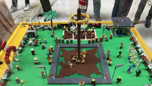 Rayakan HUT RI ke-72, 3.500 Lego Dibentuk Jadi Lambang Burung Garuda (502103)
