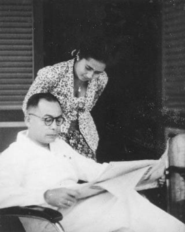 Bung Hatta dan istrinya.