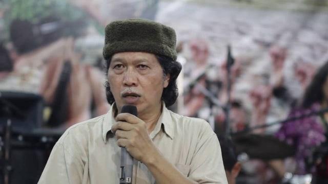 Kata Cak Nun soal Indonesia Bubar Tahun 2030 (703412)