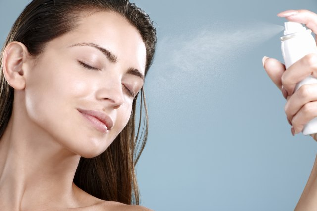 Tips Makeup: Cara Memakai Bedak yang Tepat agar Kulit Tampak Flawless (16902)