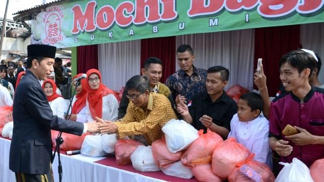 Soal Sembako, PDIP Sebut Jokowi Serupa Umar bin Khattab Panggul Gandum (147519)