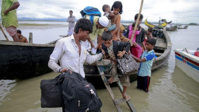 Warga Rohingya kabur ke Bangladesh via Sungai Naf