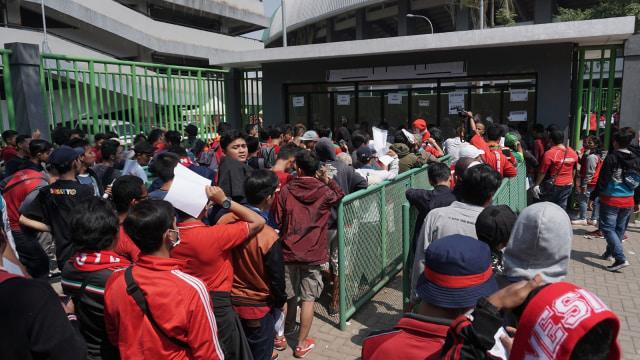 Suasana di Stadion Patriot Candrabhaga