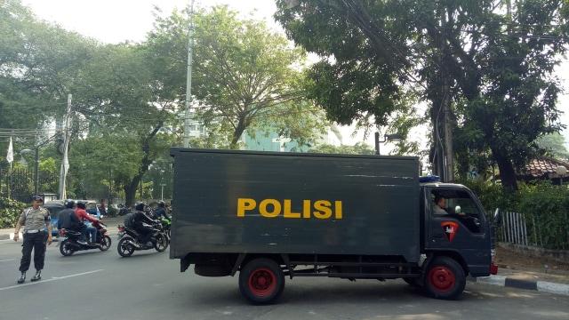 Polisi masih berjaga di  kantor LBH Jakarta.