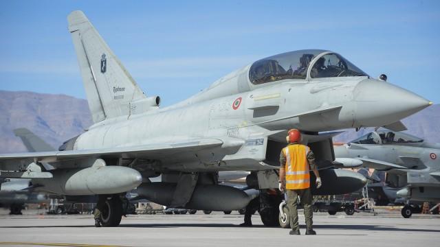 Prabowo Akan ke Austria Jajaki Belanja 15 Jet Tempur Bekas (1)