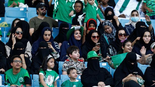 Perempuan diizinkan masuk stadion di Arab Saudi