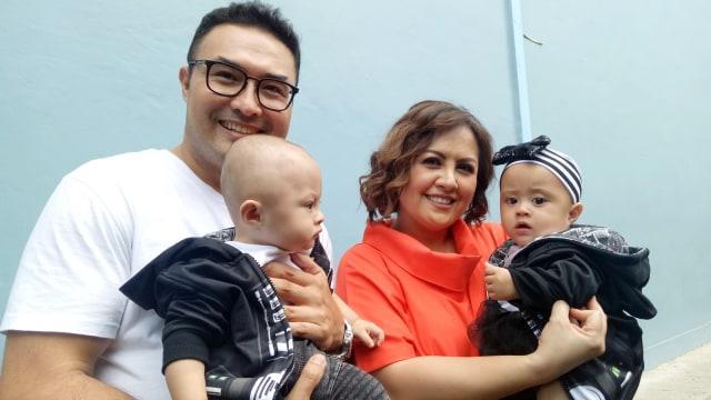 Surya Saputra, Cynthia Lamusu, dan 2 anaknya