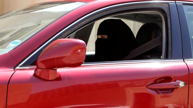Perempuan Arab Saudi Menyetir Mobil