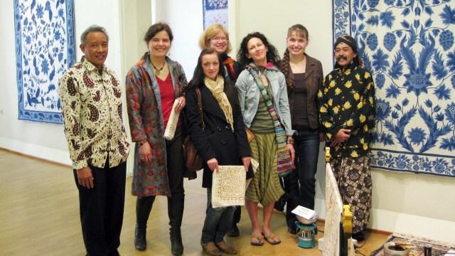 Mengenalkan Batik di Latvia