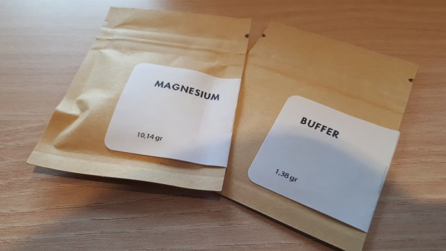 Mineral yang digunakan untuk menyeduh kopi.