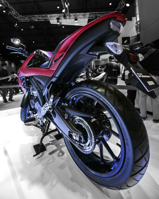 Com-Yamaha V-ixion R