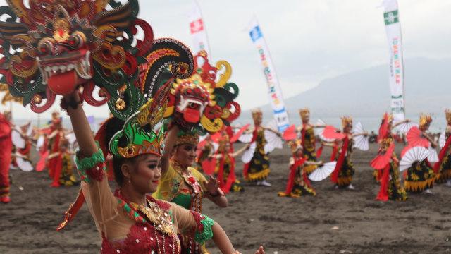 Festival Gandrung Sewu di Pantai Boom Banyuwangi