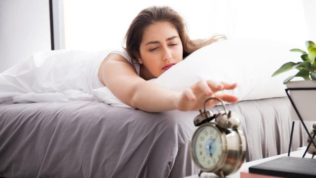 Ajarkan anak untuk terbiasa bangun pagi