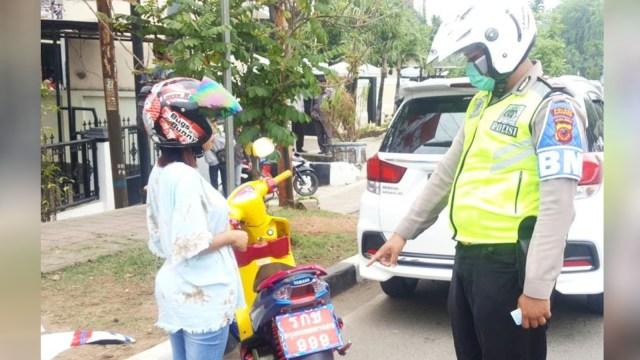 Motor berplat Thailand ditilang