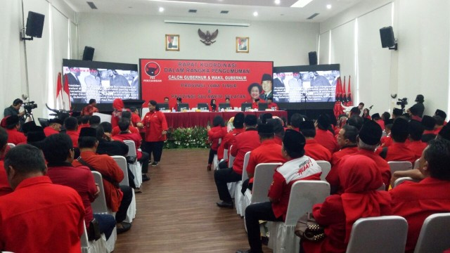 Jajaran pengurus PDIP berkumpul di kantor DPP