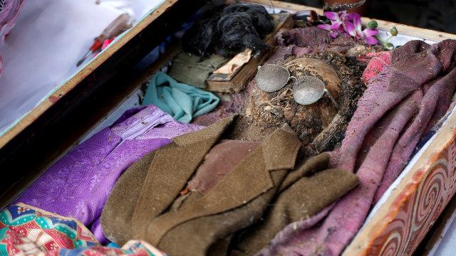 7 Ritual Pemakaman Terunik di Indonesia, Ngaben hingga Brobosan (7)