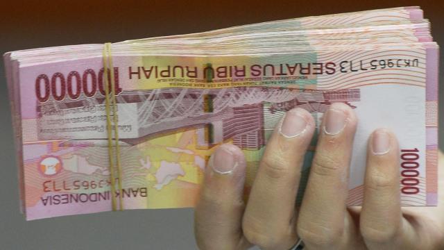 Gunakan Karet Bukan Staples saat Setor Uang Kertas ke Bank, Ini Sebabnya (76190)