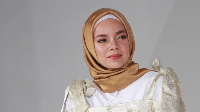 Dewi Sandra, Penyanyi Seksi yang Kini Telah Berhijrah (133654)