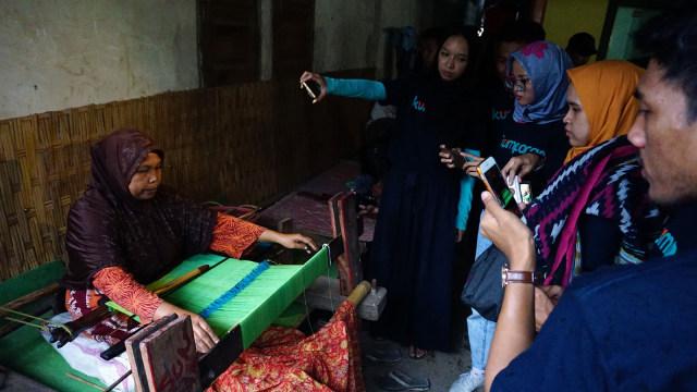 Pengrajin tenun di Desa Beleq, Sembalun, Lombok