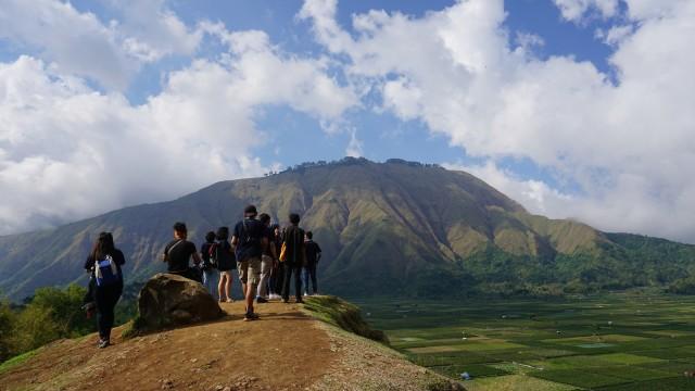 Panorama dari bukit Selong di Desa Beleq, Sembalun