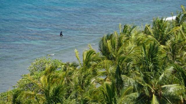 Menikmati pantai dari Bukit Malaka