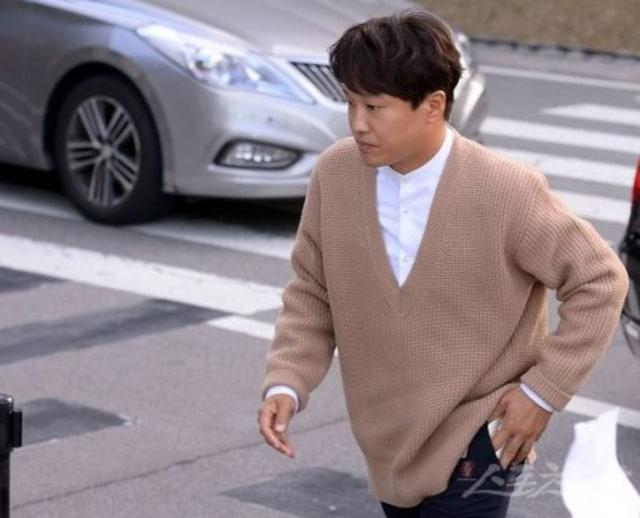 Datang ke pernikahan Song Song couple, mata Cha Tae Hyun terlihat sembab (438809)