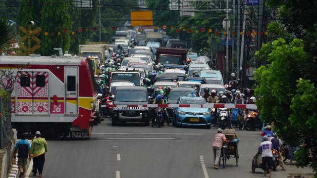Antisipasi Mesin Mobil Mati Mendadak Ketika Lewat Rel Kereta (56918)