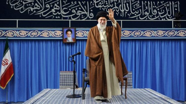 Ayatollah Khamenei Larang Iran Impor Vaksin Buatan AS dan Inggris (380903)