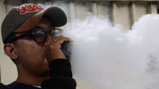 Ilustrasi Pengguna Rokok Elektrik