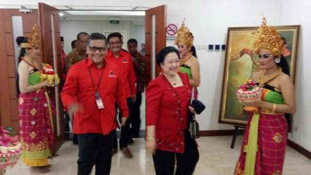 Hasto Kristiyanto: Mau Gabung Koalisi Jokowi Harus Kerja Keras (170123)