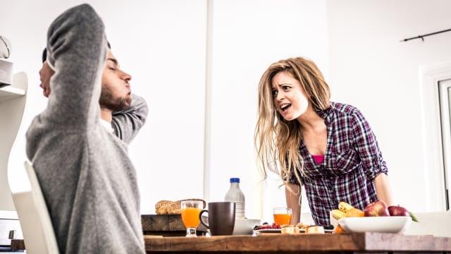 Pria harus mendengarkan keluhan pasangannya