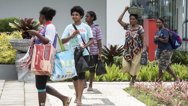 Warga Papua Nugini Belanja Lintas Perbatasan