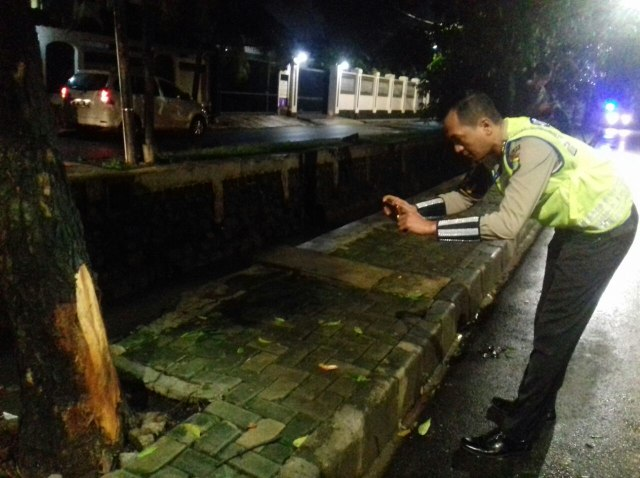 Tiang Listrik 'Saksi' Mobil Setya Novanto Celaka Dipasang Garis Polisi (771471)