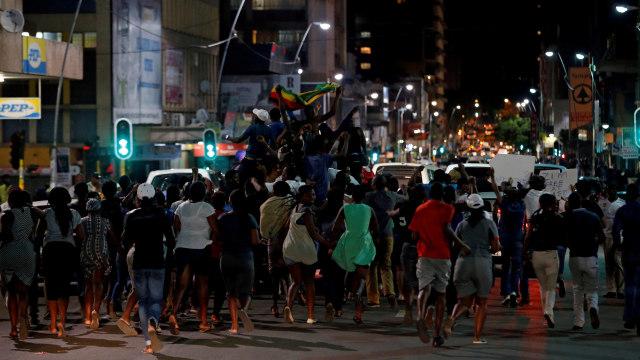 Warga Zimbabwe Rayakan Mundurnya Mugabe