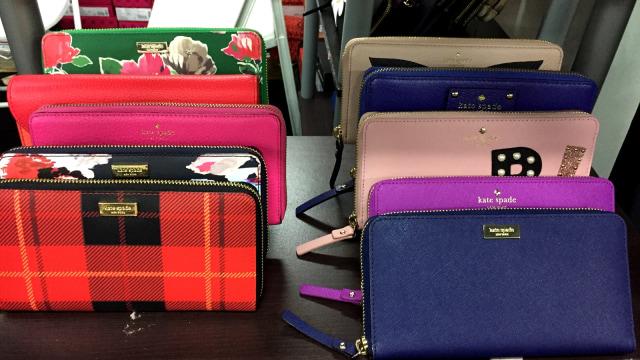 7 Dompet Branded yang Bisa Kamu Temukan di Irresistible Bazaar 11 (62708)
