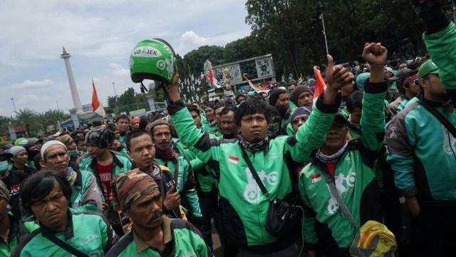 Aksi Pengendara Ojek Online di depan Istana Negara