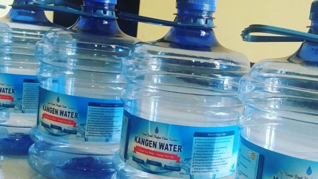 Polemik Kangen Water Apa Benar Air Alkali Baik Untuk Kesehatan Kumparan Com