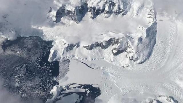 Ada Rongga Raksasa di Bawah Gletser yang Bikin Es di Antartika Cair (120606)