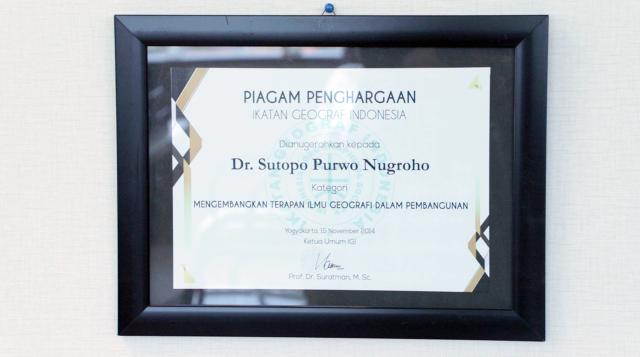 Penghargaan Sutopo Purwo Nugroho.