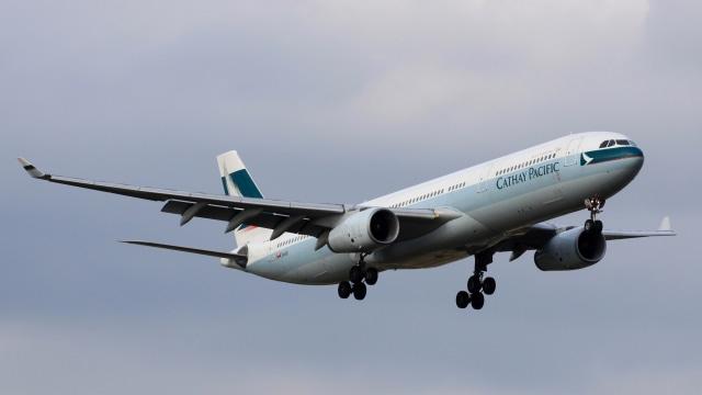 Pesawat Cathay Pacific.