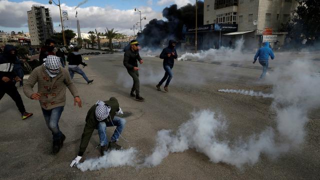Kerusuhan di Tepi Barat.