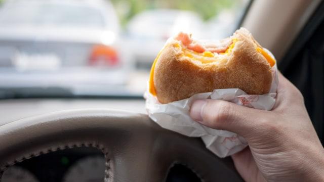 Riset: Konsumsi Junk Food Bisa Sebabkan Bau Mulut Tak Sedap (64463)
