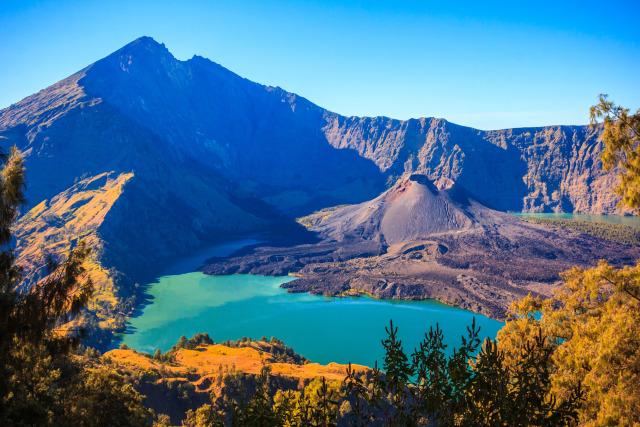 Hasil gambar untuk 1. Gunung Rinjani