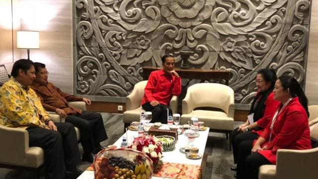 Jokowi dengan Airlangga JK Mega dan Puan
