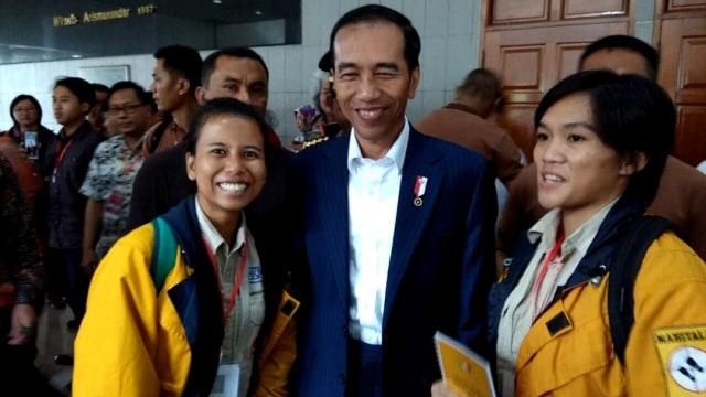 Jokowi Beri Semangat Mathilda dan Dimitri Gapai Puncak Everest (370592)