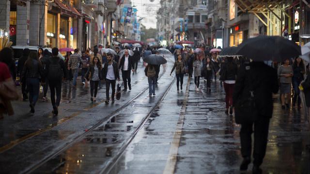 Tips Agar Tetap Produktif Bekerja saat Musim Hujan (663620)